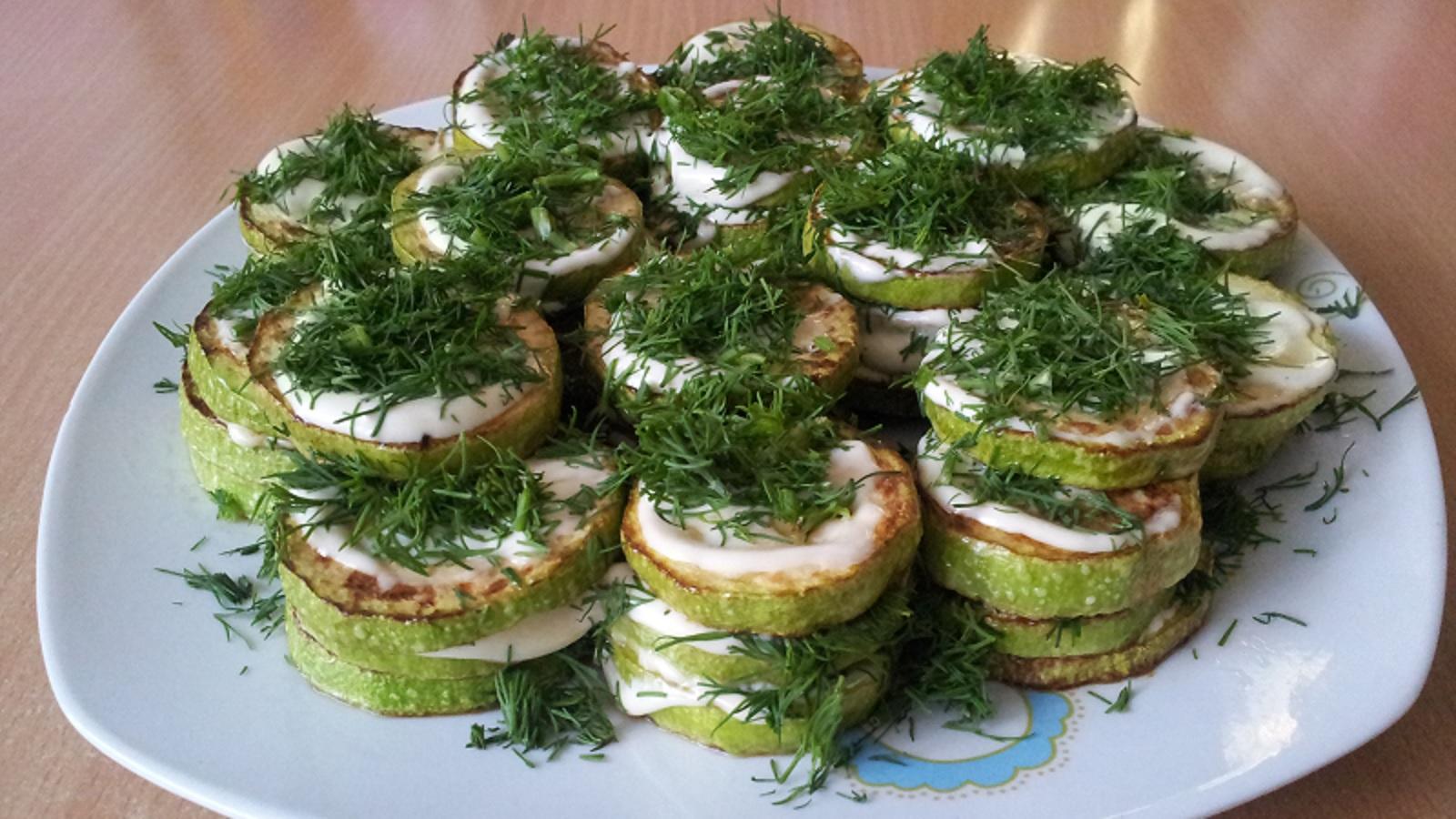 Жареные кабачки с чесноком и помидорами майонезом рецепт пошагово
